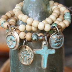 pulsera con charms personalizados bronce... por forgivingworks