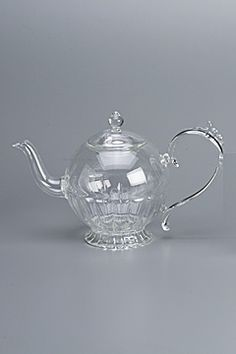 teapot happy queen by flora and henri