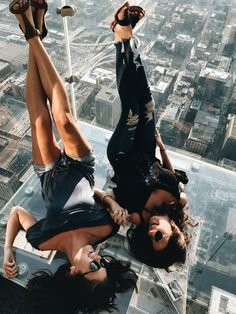 Absolutely loved experiencing the sky deck with my bestfriend. #chicago #skydeck #chitown #windycity #willistower