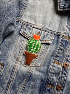 Cactus felt brooch / Felt Brooch / DIY Cactus Felt Brooch / DIY Felt Brooch / Do It Yourself / Do It Yourself Projects / DIY Projects