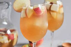 How To Make Delicious Sparkling Apple Cider-Bourbon Punch For Friendsgiving