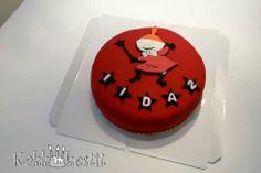 pirteä pikku myy - Pirtsakassa kakussa on täytteenä mansikkasurvos ja suussasulava suklaamousse, nam!Http://www.facebook.com/kakkukestit