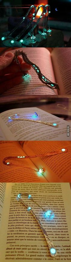 Glow-in-the-dark bookmarks that will certainly add a touch of magic to your reading - - Diy For Teens I Love Books, Books To Read, My Books, Dark Books, Ideias Diy, Book Nerd, Book Worms, Diy And Crafts, Gadgets