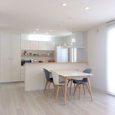 Japan House Design, Modern House Design, Dining Area, Kitchen Dining, Muji Home, Japanese Home Design, Open Concept Home, Interior Decorating, Interior Design