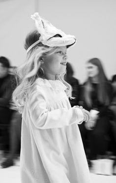 Charlotte Groeneveld Thefashionguitar Bonpoint Fall-Winter 2018 Fashion 2018, Kids Fashion, Fashion Design, Happy Show, Haute Couture Looks, Dolce And Gabbana Kids, Couture Week, Baby Room Decor, Kids Decor
