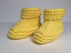 Yellow Colored Kids Booties With Pictorial Illustration - Hobby Sisters Kids Knitting Patterns, Knitting For Kids, Baby Knitting, Baby Boots, Crochet Baby Booties, Knit Crochet, Knitted Baby, Baby Converse, Baby Slippers