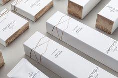Yang Ripol Design Studio - Colorneer — World Packaging Design Society / 世界包裝設計社會 / Sociedad Mundial de Diseño de Empaques Skincare Packaging, Cosmetic Packaging, Beauty Packaging, Black Packaging, Packaging Ideas, Cosmetic Box, Cosmetic Design, Make Up Marken, Lipstick Box