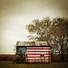vintage americana barn flag USA red white and blue Country Barns, Country Life, Country Living, Country Roads, Country Charm, A Lovely Journey, Independance Day, Cap Ferret, Barn Art