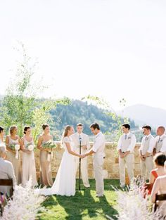 If there's one thing we can learn from this outdoor affair, it's a lesson in the beauty of natural light. And with every sun-soaked image fromLeo Patronemore beautiful than the last, it's pretty much a wedding lover's dream-come-true. But what