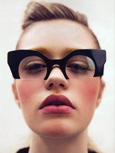 Meu sonho de infância era usar óculos, mas quando realmente chegou a hora eu não queria mais usar, e acabei escolhendo um modelo bem simples...