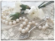 Vintage style Varalusikka spoon necklace feels quite at home with antique lace and pearls. Spoon Necklace, Pearl Necklace, Snow Clouds, Vintage Style, Vintage Fashion, Antique Lace, Feels, Jewelry Making, Romantic