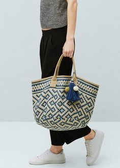 Jacquard veske i jute - Vesker for Damer Blue And White Bags, My Bags, Purses And Bags, Ethnic Bag, Jute Bags, Boho Bags, Basket Bag, Summer Bags, Spring Summer
