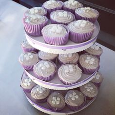 Cupcakes navngivning lillatema dessert frosting syrenfarvet