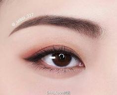 [Eye makeup] Delicate