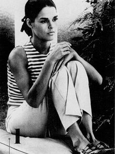 The classic beauty Ali MacGraw, in a casual black and white tank Ali Macgraw, Classic Beauty, Timeless Beauty, Timeless Fashion, Classic Style, Classic Fashion, Beauty Style, Timeless Classic, Simple Style