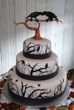 Raven cake (Although it was for a wedding, I'd love something like this for Halloween.) By mainecustomcakes.com