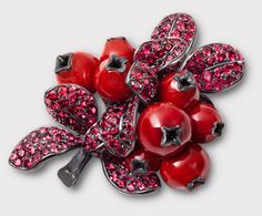 Hemmerle: Cranberry made of corals, spinels, silver and gold