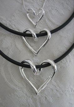 Handgjorda silverhjärtan, silversmycken från Brokig