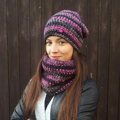 Hučka,+odstín+růžovo-černo-šedý+Háčkovaná+dámská/dívčí+hučka+z+akrylové+příze.+Odstín+růžovo-černo-šedý.+Zdobeno+dřevěnoucedulkou+handmade.+Obvod+čepice+52-56+cm,+délka+28+cm. Loom Knitting, Knitting Ideas, Womens Scarves, Winter Hats, Crochet Hats, Fashion, Beanies, Knitting Hats, Moda