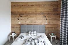 Zagłówek w sypialni - zobacz pomysły projektantów - Galeria - Dobrzemieszkaj.pl Conference Room, Bedroom, Interior, Table, Barn, House, Furniture, Home Decor, Converted Barn