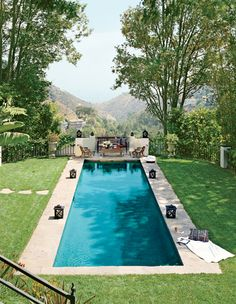 adore rectangle pools - very old hollywood