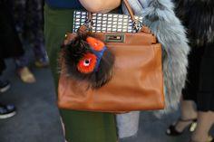 Sac et pompon Fendi http://www.vogue.fr/defiles/street-looks/diaporama/street-looks-a-la-fashion-week-printemps-ete-2014-de-milan-jour-2/15309/image/840942#!sac-et-pompon-fendi