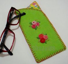 Parrot GREEN FELT spectacles case by chezvies on Etsy, $8.00