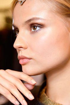 Tendencias de belleza el manicure nude unas neutro se impone este otono Vogue Mexico photo Douglas Bassett