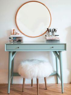 If you love makeup, then you need a makeup vanity table. A vanity table will keep all your makeup organized and will give you a comfortable place to apply it. You can create a makeup area that suits your style. New Room, Floating Shelves, Floating Vanity, Bedroom Decor, Bedroom Wall, Bedroom Ideas, Bedroom Furniture, Bedroom With Vanity, Furniture Sets