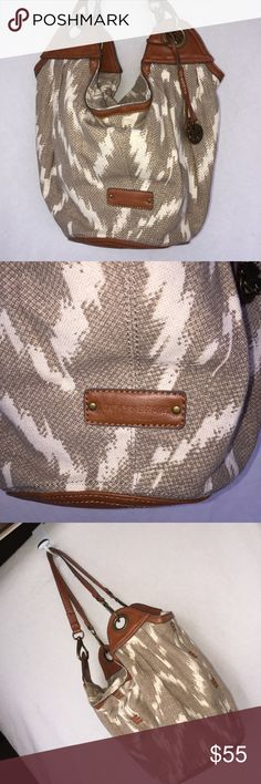Lucky Brand Purse Excellent condition Lucky Brand Bags Shoulder Bags