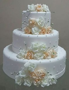 3 Things You Should Know About Wedding Cake Toppers White Wedding Cakes, Elegant Wedding Cakes, Beautiful Wedding Cakes, Gorgeous Cakes, Wedding Cake Designs, Pretty Cakes, Wedding Cake Toppers, Bolo Fack, Fake Cake