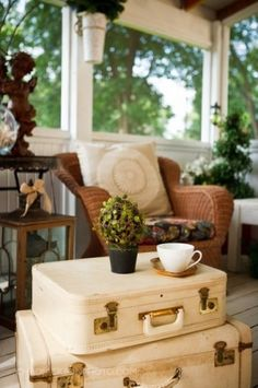 Home :  Eleven Cute Ways With Vintage Suitcases