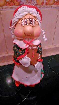 Preparando la Navidad, lo primero esta fofucha Mama Noel, que sirve para guardar caramelos o galletas