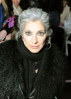 Lauren Ezersky Photos Photos - Lauren Ezersky attends Mercedes-Benz Fashion Week at Bryant Park on February 2010 in New York City. - Around Bryant Park - Day 6 - Fall 2010 MBFW Grey White Hair, Silver Grey Hair, Gray Hair, Silver Age, Grey Hair Transformation, Silver Haired Beauties, Advanced Style, Ageless Beauty, Hair Remedies