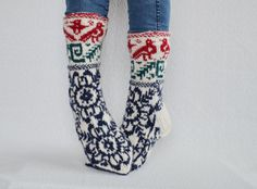 ☼ Size: US women: 9 - 9.5 ; US men: 7.5 - 8; Europe: 40-41. The length of foot 10/ 25,5 cm. More measurements in the last photo. Wool stretches a bit