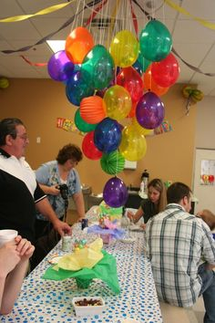 Rainbow theme for graduation Rainbow theme for graduation Balloon Chandelier - - Graduation Party Themes, Graduation Balloons, Birthday Balloons, Birthday Parties, Birthday Ideas, Balloon Chandelier, Hanging Balloons, Hula Hoop Chandelier, Neon Party Decorations