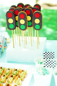 The Cupcake Gallery Blog: traffic light cookie pops, great idea to celebrate driver's license day