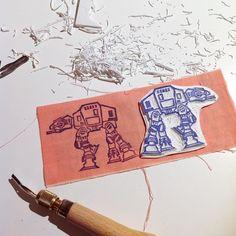 Domenica produttiva! Sono molto soddisfatta personalmente spero piaccia anche a voi tutti! Certo ora ho un po di nausea...  Domingo productivo! Personalmente estoy muy satisfecha espero que les guste también a vosotros todo! Ahora pero tengo un poco de náuseas...  #starwars #atat #stamp #sellos #print #printwork #makers #handmade #handcrafted #sketch #illustration #blockprint