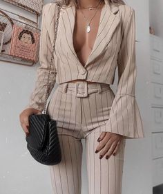 25 Beautiful Outfit Ideas Spring You Will Love outfit ideas spring, mi moda, Fashion trends Classy Outfits, Chic Outfits, Trendy Outfits, Vintage Outfits, Fashion Outfits, Womens Fashion, Fashion Ideas, Popular Outfits, Trendy Clothing
