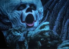 Myth character's death scene😕😕😔😔😔 it itchapterone itchaptertwo itchapterthree pennywise pennywiseclown pennywisetheclown pennywisethedancingclown pennywiseandgeorgie georgiedenbrough georgieandpennywise stephenkingsit stephenking scarypennywisee Penny Wise Clown, Scary Movies, Horror Movies, Bill Skarsgard Pennywise, Pennywise The Dancing Clown, Funny Horror, Arte Horror, Clown Horror, Fandom