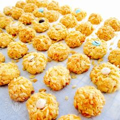ingredients (makes about 48 cookies) butter sugar 1 large egg 1 tsp vanilla paste cake flour tsp baking powder horlicks desiccated coconut rice bubble (i used Kellogg… Rice Cookies, Coconut Cookies, Biscuit Cookies, Yummy Cookies, Sweet Cookies, Cereal Recipes, Baking Recipes, Cookie Recipes, Rice Krispie Treats