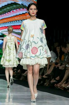 Jakarta Fashion Week 2014 – Edward Hutabarat – The Actual Style Batik Fashion, Ethnic Fashion, Boho Fashion, Fashion Dresses, Fashion Design, Batik Kebaya, Batik Dress, Batik Blazer, Mode Batik