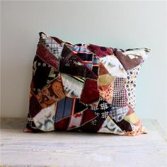 quilt design very random patchwork pillow cover Patchwork Pillow, Quilted Pillow, Upcycled Vintage, Creative Inspiration, Quilting Designs, Diy And Crafts, Throw Pillows, Crafty, Quilts