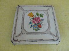 Ancien dessous de plat en tôle peinte à décor de fleurs art populaire