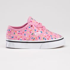 Greatest shoes for wee ones ever. Skate shoes are the best, especially when they are cup cake themed. Baby Girl Shoes, My Baby Girl, Baby Love, Girls Shoes, Baby Boots, Cute Kids, Cute Babies, Baby Kids, Toddler Girls