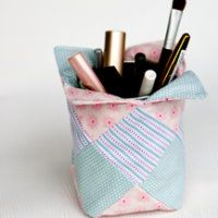 diy nähanleitung kleines patchwork hülle für make up aufbewahrung pinsel und stifte behälter nähen nähanleitung freebee kostenlos gratis einfach schön geschenk idee projekt