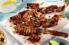 We& given Korean short ribs a Canadian touch by marinating them in a sweet, tangy blend of balsamic vinegar, maple syrup and Dijon. Korean-style ribs are sliced super thin, so they soak up the flavours and cook in minutes. Healthy Grilling Recipes, Barbecue Recipes, Meat Recipes, Cooking Recipes, Recipies, Pulled Pork Grill Recipe, Pulled Pork Recipes, Balsamic Flank Steak