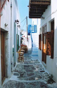 Τα 15 πιο γραφικά σοκάκια του κόσμου: Περπατώντας σε πλακόστρωτα δρομάκια κάτω από ανθισμένα μπαλκόνια [εικόνες] | iefimerida.gr