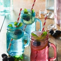 These eye-catching Kilner drinking jars are prefect for serving homemade lemonade, cocktails or ice tea at your next barbecue or outdoor gathering! Mason Jars, Kilner Jars, Barbacoa, Jam Jar Glasses, Green Kitchen Accessories, Pots, Vintage Garden Parties, Drinking Jars, Homemade Lemonade