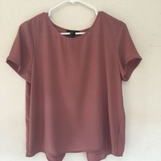 Flowy dusty rose shirt This is a super cute dress shirt and it looks great with light distressed jeans Forever 21 Tops Blouses